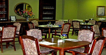 Community dining room in Chapman Healthcare & Assisted Living Center