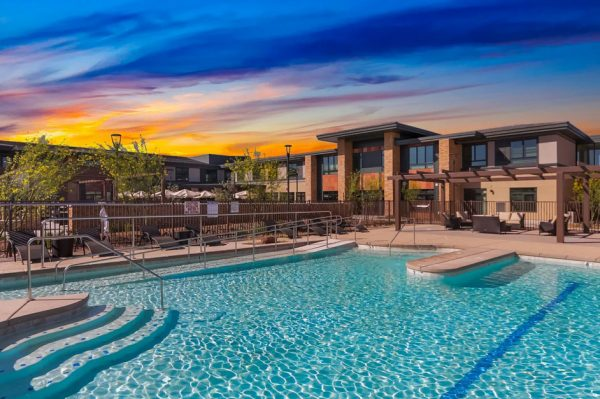 Merrill Gardens at Anthem outdoor swimming pool and recreation area