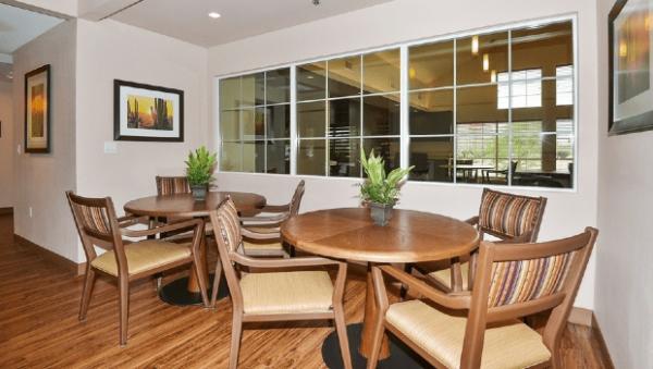 The Gardens of Scottsdale community dinning room