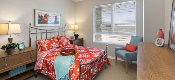 Merrill Gardens at Anthem model bedroom