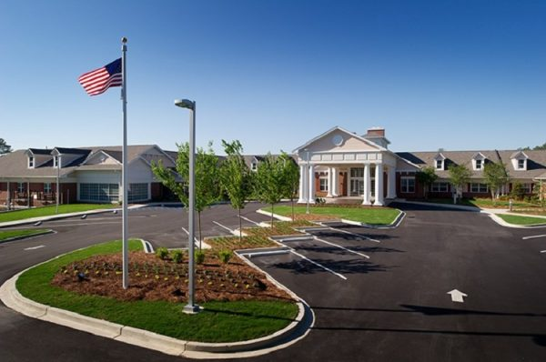 The Palmettos of Parklane front entrance and grounds