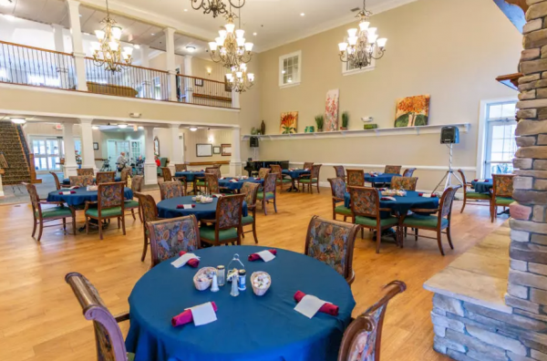 Arbor Ridge at Stanleyville community dining room