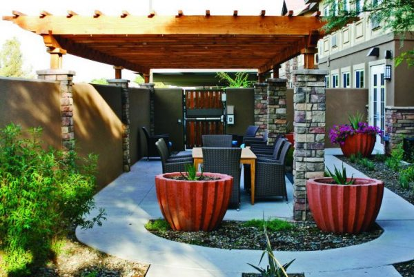 Trellis and outdoor seating at Mountain Park Senior Living