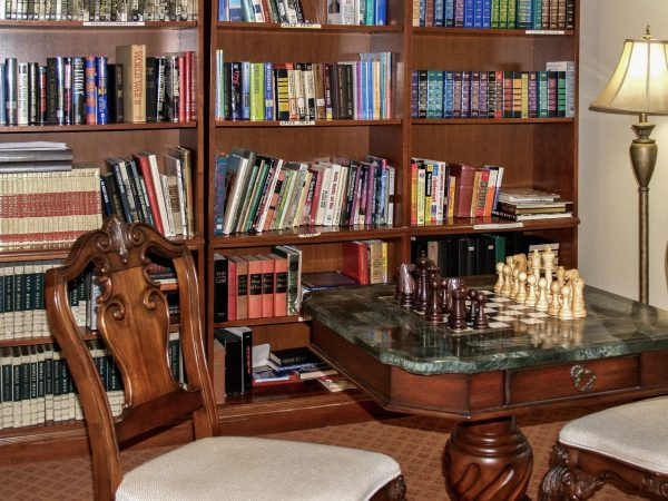 Rocky Ridge resident library with a chess table