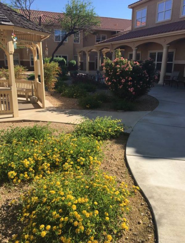Walking paths and courtyard at Sierra Del Sol Memory Care