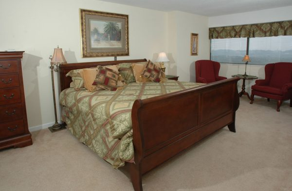 King sized sleigh bed in a apartment at Mount Royal Towers