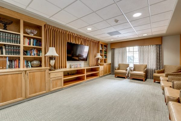 Hawthorn Court at Ahwatukee community living room