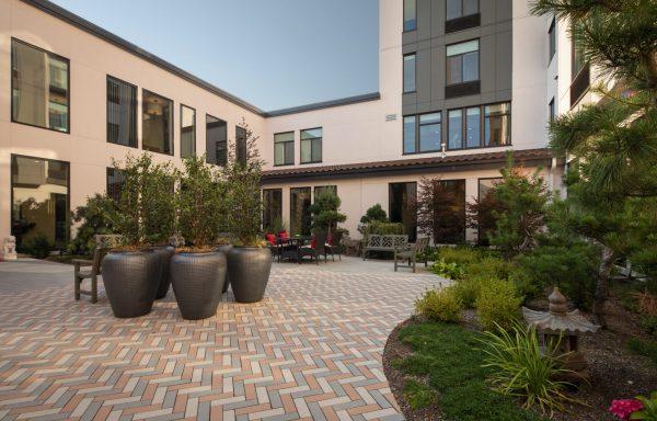 Aegis Gardens Newcastle outdoor resident patio