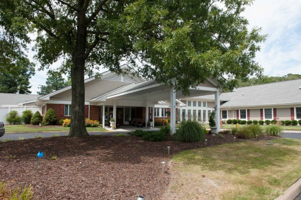 Commonwealth Senior Living at Churchland House front entrance with covered driveway