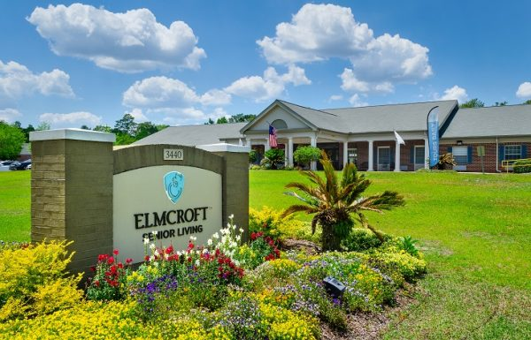 Entrance sign and building at Elmcroft of Heritage Woods