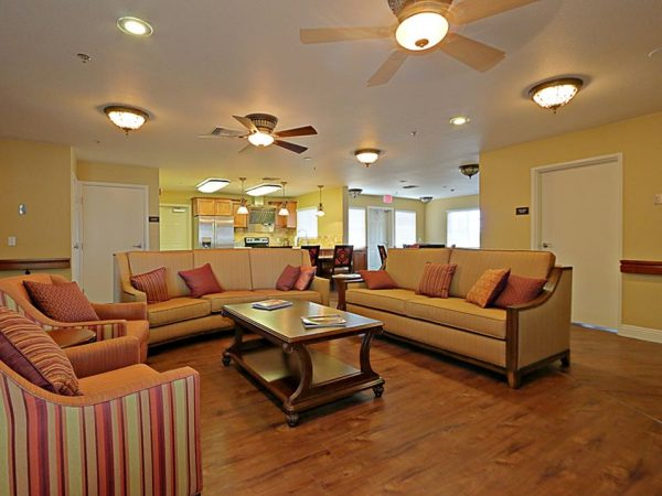 Pacifica Senior Living Peoria resident lounge and kitchen
