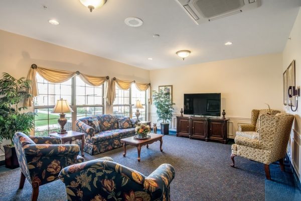 Rittenhouse Village At Portage community living room with plush sofas and television