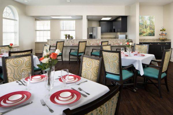 Resident dining room in River Highlands