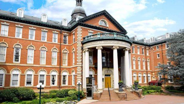 Atria Hamilton Heights building exterior and entrance