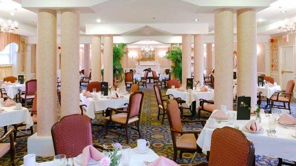 Atria Hamilton Heights community dining room
