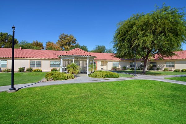 Brookdale Arrowhead Ranch courtyard and walking paths
