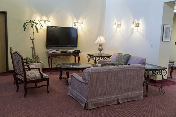 Community living room in Brookdale Fort Smith