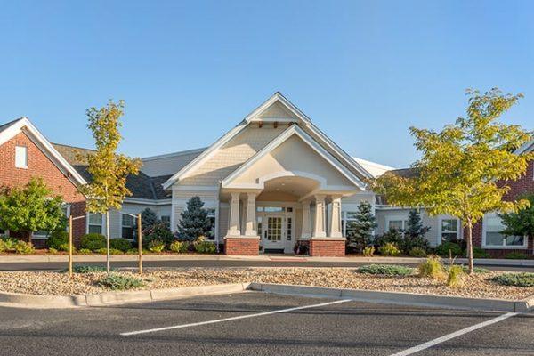 Brookdale Highlands Ranch building exterior and entrance