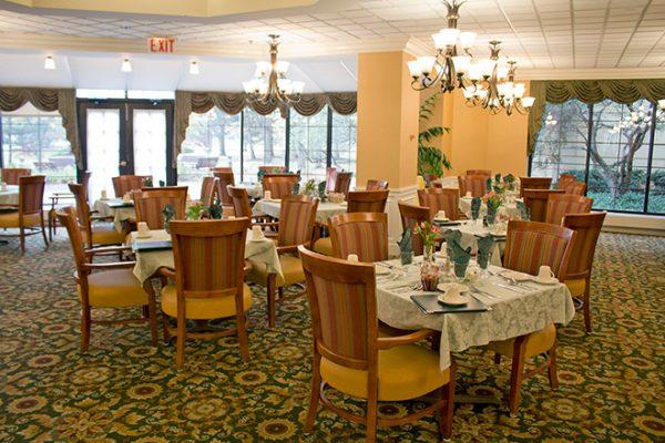 Community dining room in Brookdale Lisle Skilled Nursing