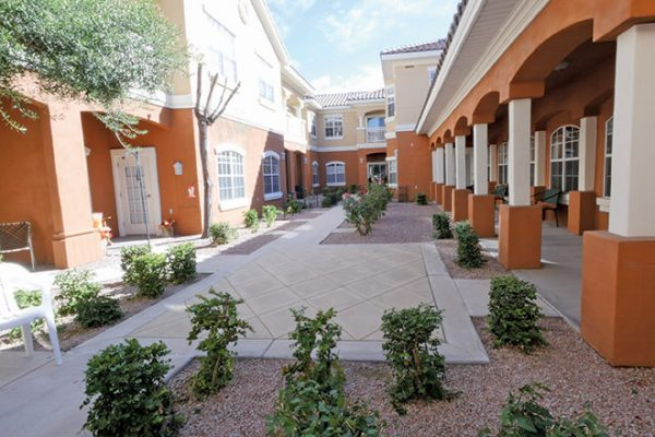 Brookdale North Scottsdale courtyard