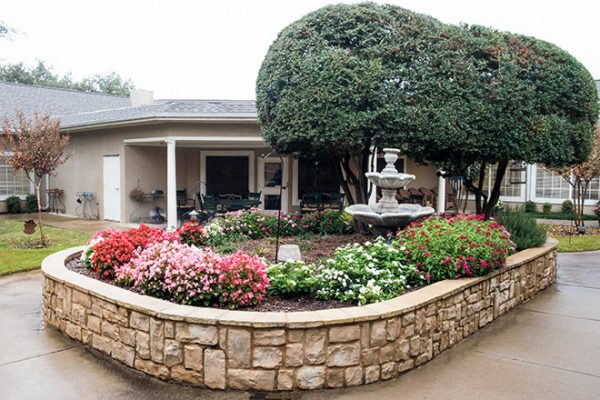 Outdoor patio and gardens at Brookdale Oak Hollow
