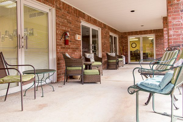 Outdoor patio with cushioned seats for residents of Brookdale Russellville
