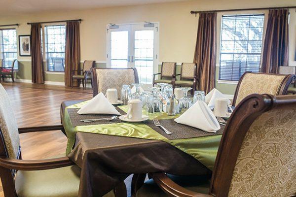 Communit dining room in Brookdale Tanglewood Oaks