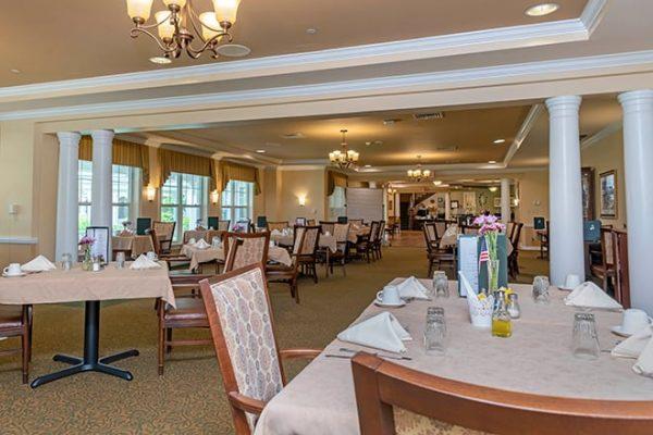 Brookdale West Hartford community dining room