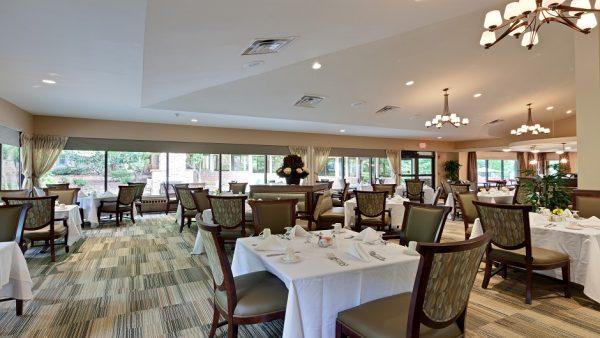 The Oaks at Whitaker Glen community dining room