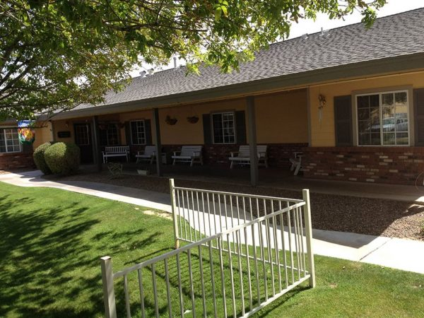 Pacifica Senior Living Peoria courtyard and patio