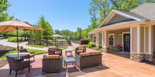 The Village at Southlake outdoor lounge area with comfortable seating for residents